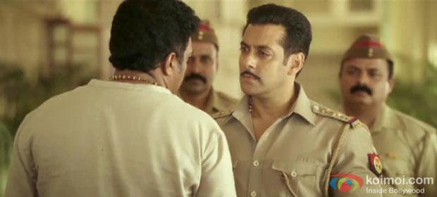 Salman Khan and Prakash Raj in a still from Dabangg 2 Movie