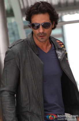 Hot hunk Arjun Rampal poses for the shutterbugs in Rasclas Movie