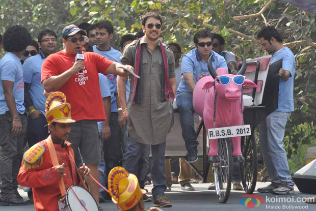 Imran Khan takes 'Gulabo' at Soap Box Racing to promote Matru Ki Bijlee Ka Mandola