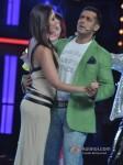Kareena Kapoor And Salman Khan promote 'Fevicol' song on the sets of Big Boss 6 Pic 3