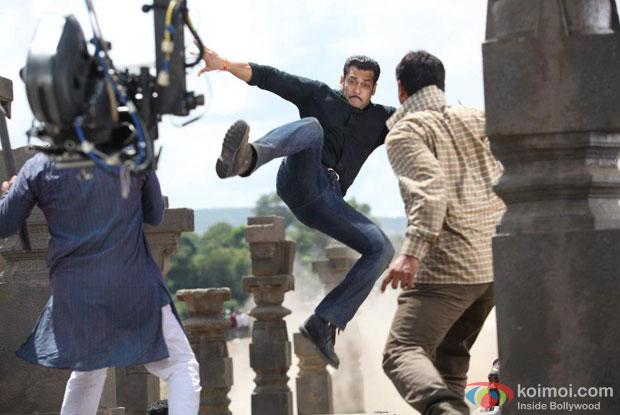 Salman Khan on the sets of Dabangg 2 Movie