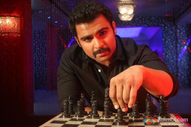 Sachiin Joshi in a still from Mumbai Mirror Movie