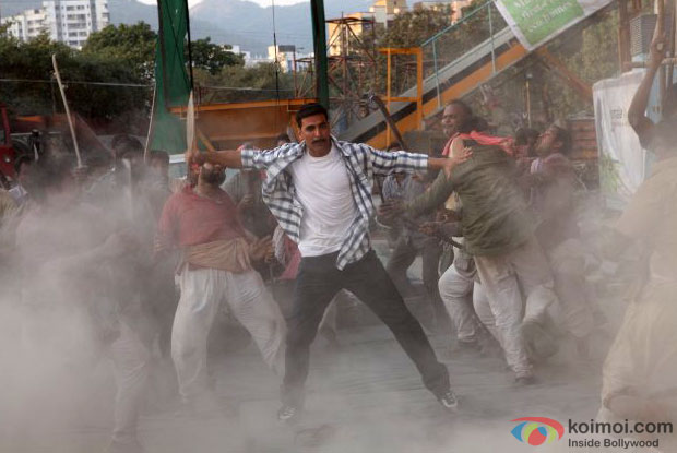 Akshay Kumar in a still from Rowdy Rathore Movie