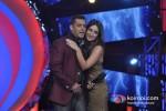 Salman Khan And Kareena Kapoor promote 'Fevicol' song on the sets of Big Boss 6 Pic 2