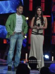 Salman Khan And Kareena Kapoor promote 'Fevicol' song on the sets of Big Boss 6 Pic 3