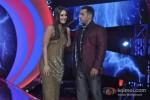 Kareena Kapoor And Salman Khan promote 'Fevicol' song on the sets of Big Boss 6 Pic 2