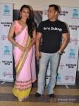 Sonakshi Sinha and Salman Khan promote Dabangg 2 on the sets of Sa Re Ga Ma Pic 2
