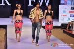 Vidhyut Jamwal walks for Welspun at India Resort Fashion Week 2012 Pic 5