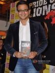 Vivek Oberoi launch Vinod Nair's book Pic 5