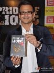 Vivek Oberoi launch Vinod Nair's book Pic 7
