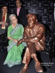 Waheeda Rehman unveils Dev Anand's Statue at UTVSTARS' Walk Of The Stars Pic 3