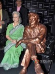 Waheeda Rehman unveils Dev Anand's Statue at UTVSTARS' Walk Of The Stars Pic 4