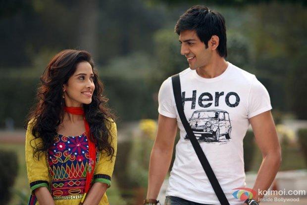 Akaash Vani Review (Akaash Vani Movie Stills)