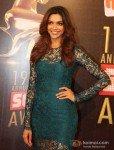 Deepika Padukone at Colors Screen Awards 2013 Pic 2
