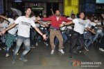 Leander Paes Dances in Flash Mob and Promotes 'Rajdhani Express' Pic 9