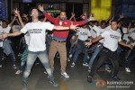 Leander Paes Dances in Flash Mob and Promotes 'Rajdhani Express' Pic 5