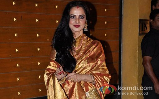 Rekha At Walk The Red Carpet Of Filmfare Awards 2013