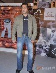 "Salman Khan Launches 1st Flagship Store of ""Being Human"" Pic 2"
