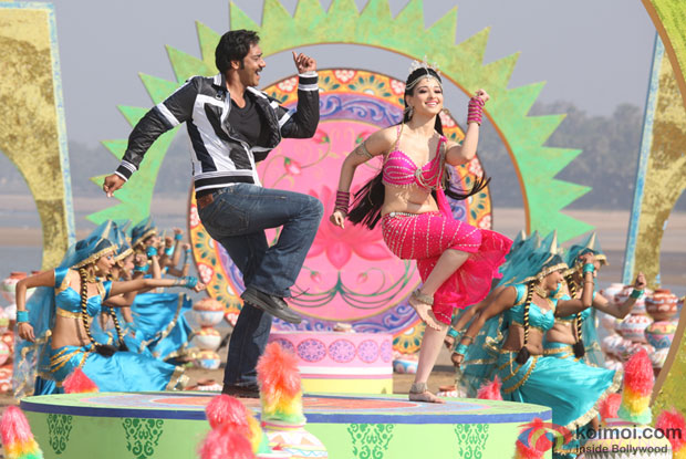 Ajay Devgn and Tamannaah in a still from Himmatwala Movie