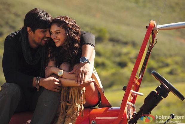 Randeep Hooda and Aditi Rao Hydari in a still from Murder 3 Movie