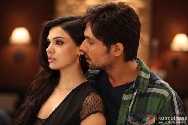 Sara Loren and Randeep Hooda in a still from Murder 3 Movie