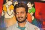 Riteish Deshmukh inaugurates a painting exhibition Pic 1