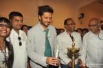 Riteish Deshmukh inaugurates a painting exhibition Pic 2