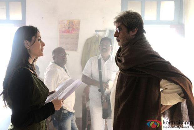 Kareena Kapoor and Amitabh Bachchan on the sets of Satyagraha Movie