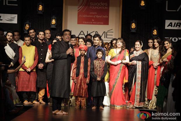 Vikram Phadnis with celebs on the ramp