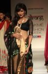 Chitrangada Singh scorches the ramp at 'Lakme Fashion Week 2013' Pic 3