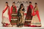 Chitrangada Singh scorches the ramp at 'Lakme Fashion Week 2013' Pic 8