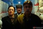 Dolly Ahluwalia Vinay Pathak in Bajatey Raho Movie Stills Pic 2