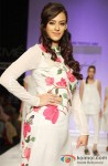 Hazel Keech sashays down the ramp at 'Lakme Fashion Week 2013' Pic 6