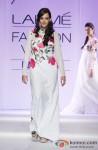 Hazel Keech sashays down the ramp at 'Lakme Fashion Week 2013' Pic 5