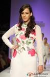 Hazel Keech sashays down the ramp at 'Lakme Fashion Week 2013' Pic 2