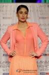 Kareena Kapoor walks the ramp at 'Lakme Fashion Week 2013' - Last Day Pic 4