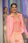 Kareena Kapoor walks the ramp at 'Lakme Fashion Week 2013' - Last Day Pic 1