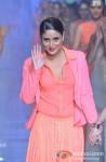 Kareena Kapoor walks the ramp at 'Lakme Fashion Week 2013' - Last Day Pic 7