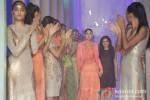 Kareena Kapoor walks the ramp at 'Lakme Fashion Week 2013' - Last Day Pic 9