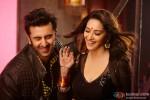 Madhuri Dixit shakes leg with Ranbir Kapoor in 'Ghagra' song from Yeh Jawaani Hai Deewani Movie Stills