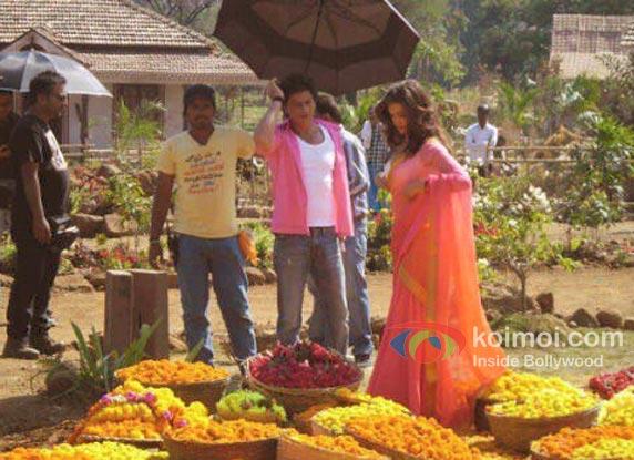 Shah Rukh Khan And Deepika Padukone In Chennai Express Working Still