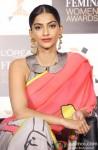 Sonam Kapoor announces L'Oreal Paris Femina Women Awards 2013 Pic 3