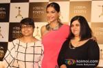 Sonam Kapoor announces L'Oreal Paris Femina Women Awards 2013 Pic 6