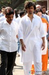 Sonu Nigam's Mother's Funeral Pic 1