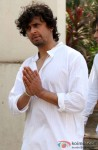 Sonu Nigam's Mother's Funeral Pic 4