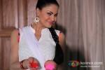 Veena Malik Playing Colour Holi Pic 2