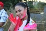 Veena Malik Playing Colour Holi Pic 6