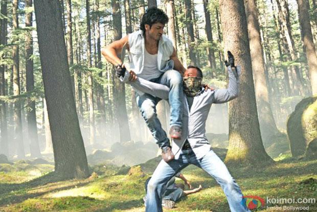 Vidyut Jamwal action scene still from Commando Movie