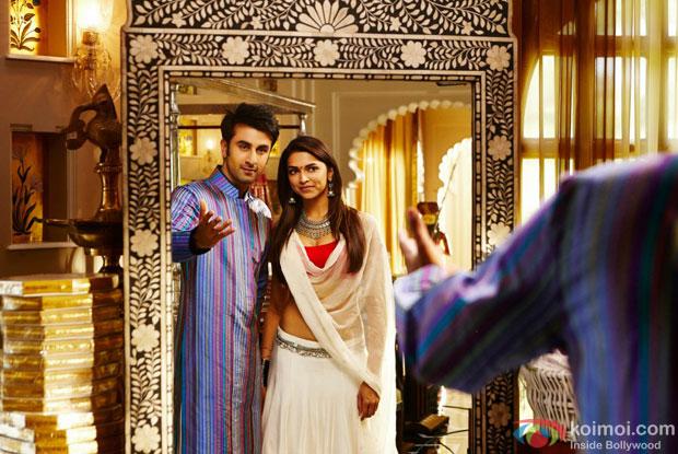 Ranbir Kapoor and Deepika Padukone in a still from Yeh Jawaani Hai Deewani Movie