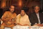Suresh Wadkar And Lata Mangeshkar At Master Dinanath Mangeshkar Award ceremony 2013 Pic 1
